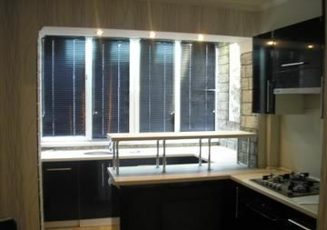 Кухня совмещенная с балконом с выносом мойки