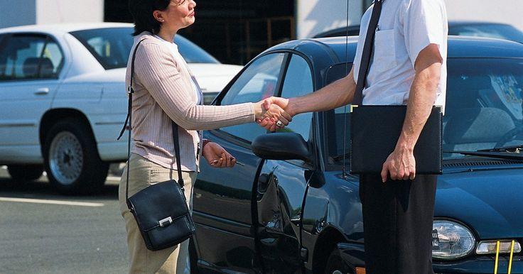 Sobre el seguro de automóviles de la AAA. La American Automobile Association (AAA) tiene más de 50 millones de miembros en los Estados Unidos y Canadá. La compañía ofrece servicios relacionados con viajes como asistencia en la ruta, mapas, guías de viaje, rutas personalizadas y agencias de viajes. La AAA también tiene escuelas de conducción y proporciona servicios financieros personales ...
