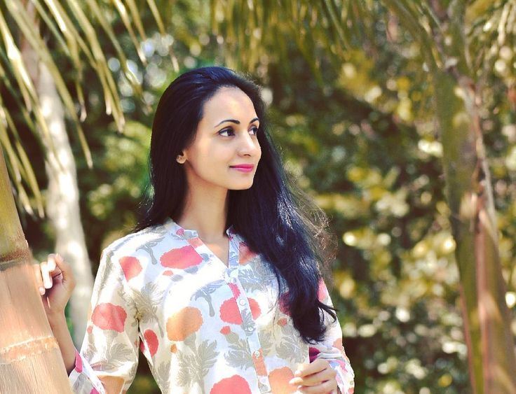 {http://urbandiaries.in/brand-edit-zuba-by-aneeth-arora-for-tatacliq/} #linkinbio  Designer #AneethArora won the first edition of the Vogue Fashion Fund back in 2012 and earned herself an army of handloom lovers. More textile designer than fashion, Aneeth Arora's line, #Zuba is available at #Westside, a part of the Tata group of companies. Expect silk blended palazzos and flared hem kurtas in hand-woven fabrics, combined with the magic of Indian artisanal elements in contemporary design and…
