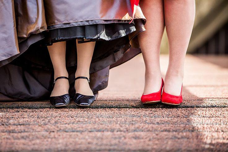 Bruidsschoenen Lesbische bruiloft, Homohuwelijk, Gay Wedding, Bruidsfotografie, Bruidsreportage, Bruidsfotograaf | Dario Endara