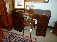 Nice Antique Mahogany kneehole desk with 7 drawersMahogany Kneehol, Nice Antiques, Kneehol Desks, Antiques Mahogany