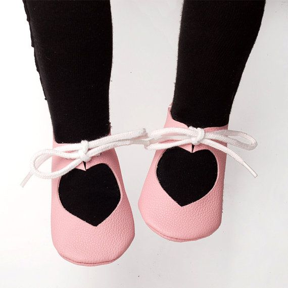 https://www.etsy.com/listing/273171636/pdf-patterns-baby-shoes-pdf-heart-shoes?ref=shop_home_feat_1