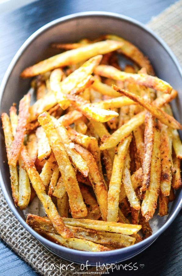 They're delicious and crispy french fries that stay crispy long after! Thanks to Emily at Layers Of Happiness, here's a simple recipe for the perfect fries with crispy edges and a soft center without all the grease. No need to look any further because it's a grand-slam recipe that outdoes the rest and worth every single bite!