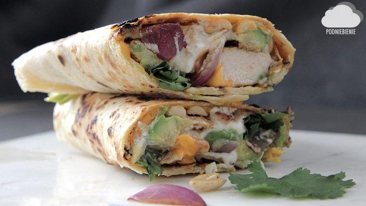 🌯WRAP Z KURCZAKIEM, ORZECHAMI I AWOKADO – PodNiebienie #tortilla #obiad #PodNiebienie #awokado #avocado #avo #cilantro #kolendra #tortillazkurczakiem #onthetable #feedfeed #kurczak #chicken #cheddar