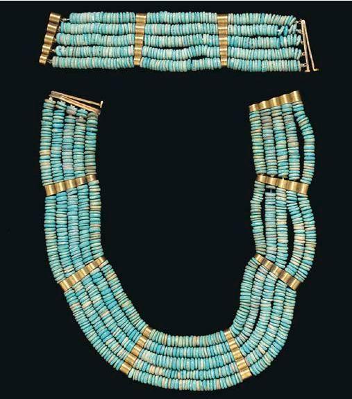 AN EGYPTIAN FAIENCE BEAD JEWELRY SUITE NEW KINGDOM, DYNASTY XVIII, 1550-1307 B.C.