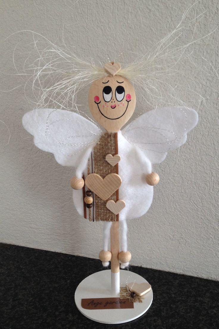 Ange gardien, avec une spatule en bois
