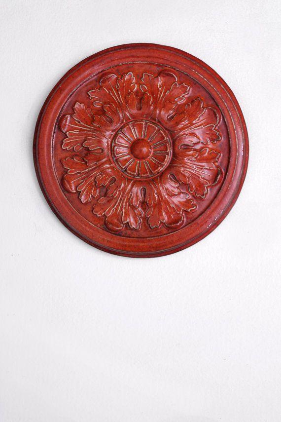 Sieh dir dieses Produkt an in meinem Etsy-Shop https://www.etsy.com/de/listing/219388966/rote-keramik-rosette-wand-skulptur-kunst