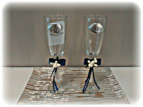 Copas de champán con alianzas en plata