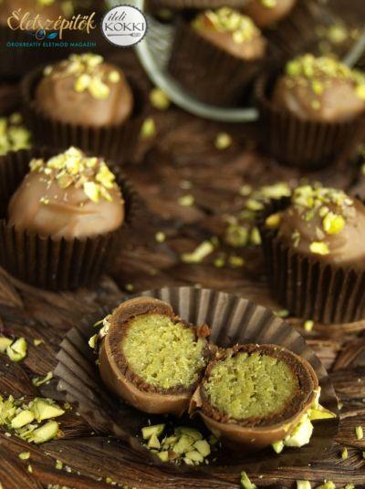A híres osztrák édesség a Fürst cukrászdában született meg, jelenlegkilenc elfogadott változata van forgalomban. Mi is megalkottuk a saját, házi verziónkat, néhány egyszerű alapanyag segítségével …