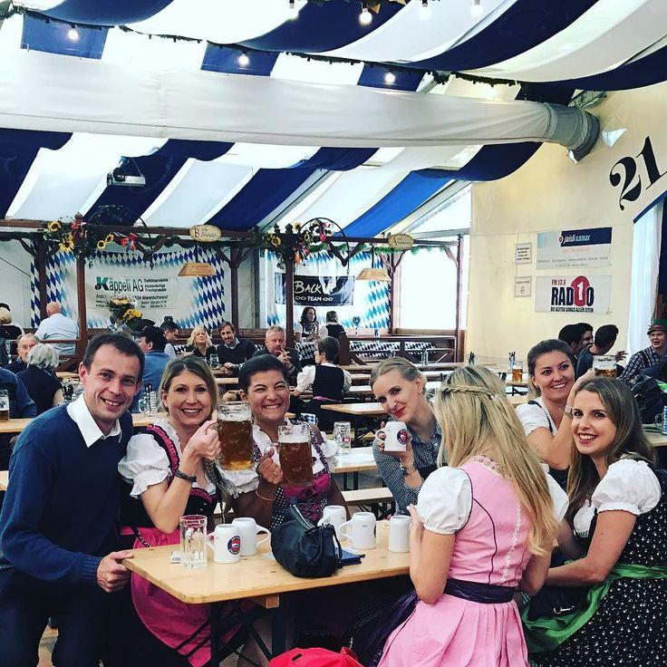 Октоберфест не закончился  он просто переехал из Мюнхена  в Цюрих  к сожалению фото  только одно  остальные не прошли цензуру  а то мама смотрит в фб   #этожизнь #осень #новаяжизнь #путешествие #октябрь #2016 #travel #october #traveling #reisen #followme #photoart #швейцария #switzerland #цюрих #zurich