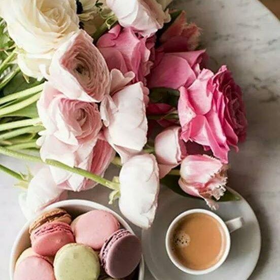 Il mondo non è di chi si alza presto. Il mondo è di colui che si alza felice di alzarsi. BUONGIORNO #buongiorno #breakfast_and_coffee #breackfast #coffee #flowers #macarons #colors #happy #me #love #girl #pensieri #parole #frasi #aforismi_official #9vaga_coffee9 #9vaga_stillife9 #don_in_cucina #kings_masterchef #wp_delicious_jp #100ita #likes_Italia #pic #tv_foodlovers #instagood #igers #igerscampania #like4like