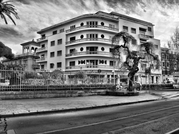 Palazzo del Tritone e Sophora Japonica a Sestri Levante (Piazza Bo)