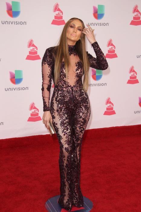 Jennifer López, una de las estrellas de la alfombra roja de la 17 edición de los Premios Grammy Latino.