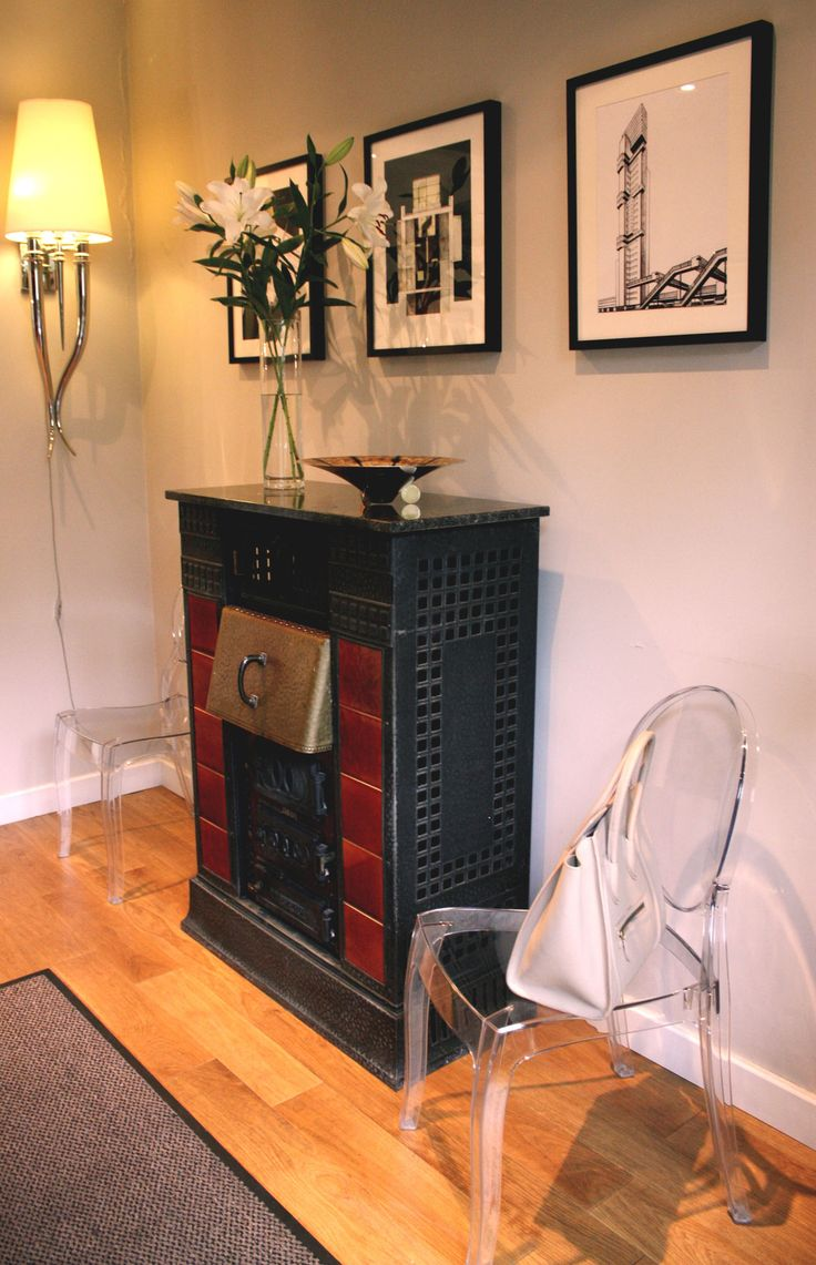 Hall in eclectic style. Chairs Luis Ghost by Philip Starck combine with original 20's  stove. Enjoy!   #hall #entrance # luis #ghost
