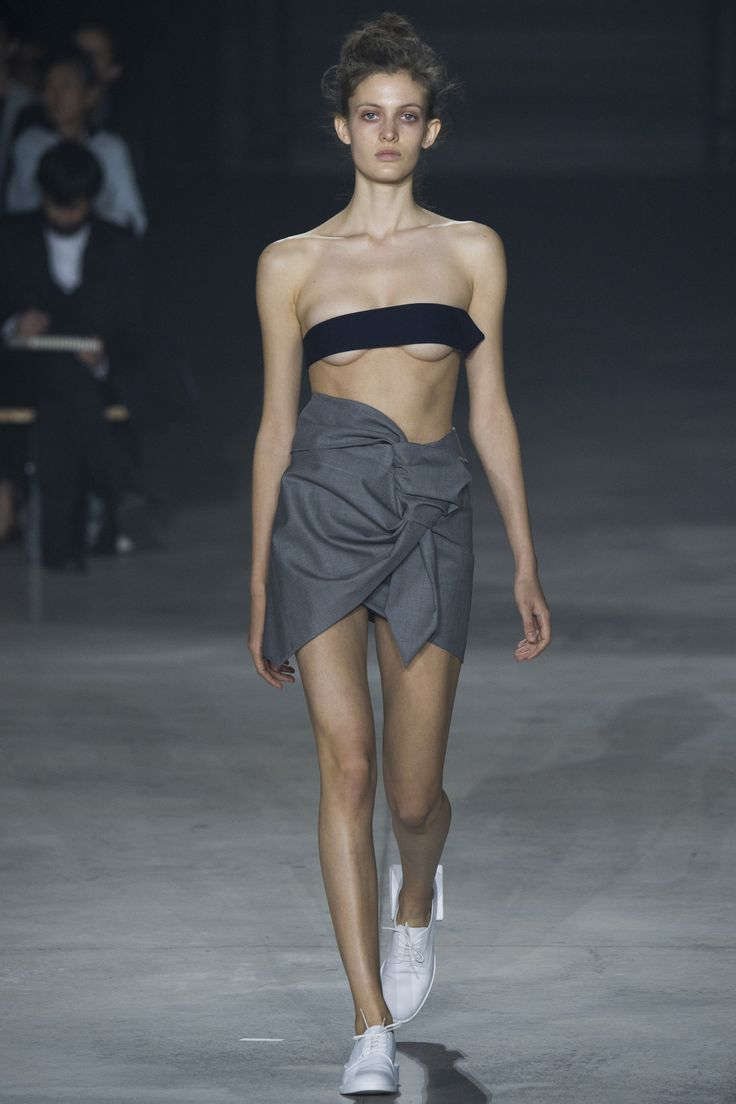 Jacquemus Spring 2016 Ready-to-Wear Collection Photos - Vogue