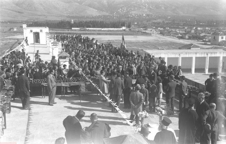 Αγιασμός, και μοίρασμα … παπουτσιών (τέλος δεκαετίας 30)-Νέα Ιωνία Βόλου