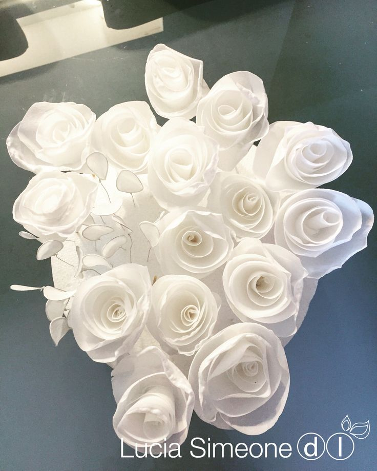 Rose #waferpaper #waferpaperflower #luciasimeone #fioriostia #waferpaperflowers #weddingcake #rose