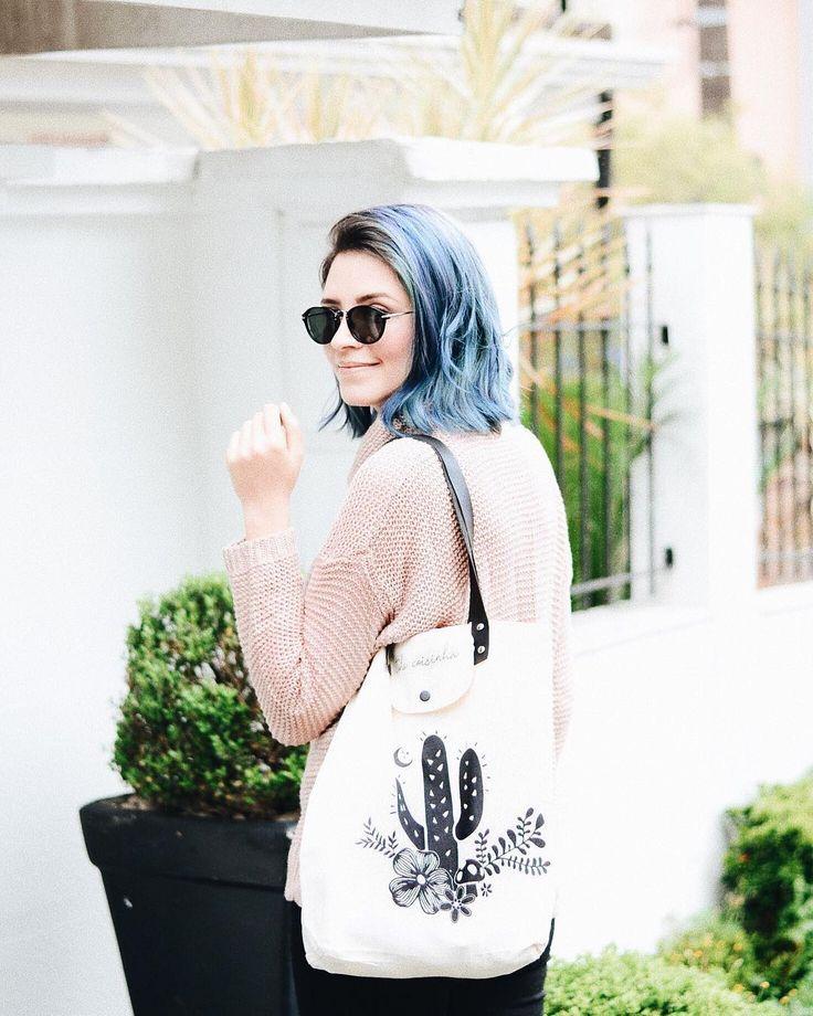 O cabelinho azul segue firme e forte por mais uma semana assim como eu que mesmo desanimada com o alcance do Instagram ainda estou aqui