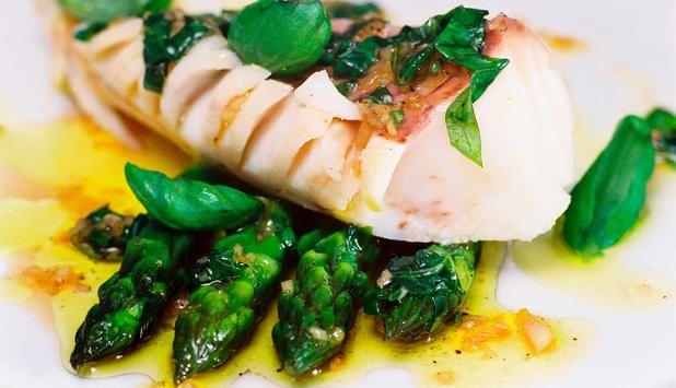Det passer perfekt med grønne dampede asparges til isgaltens hvite, lekre fiskekjøtt. #fisk #oppskrift