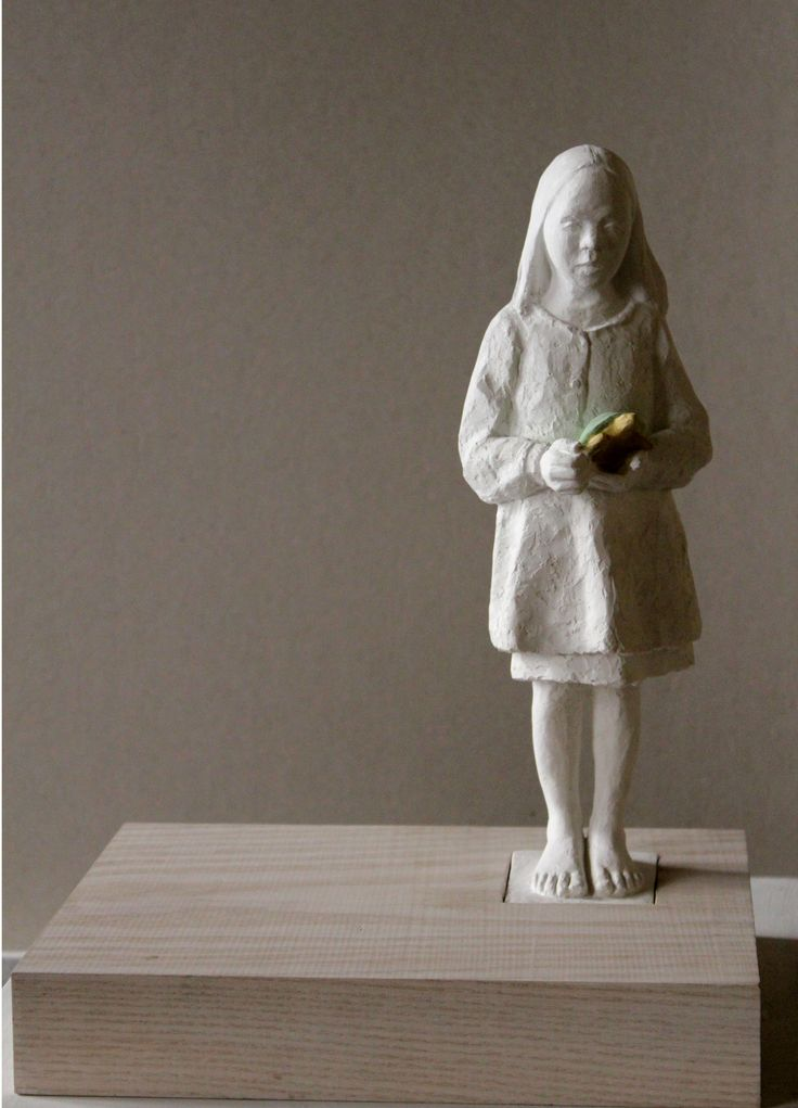 Sculpture#contemporary#figurative# child with tortoise#Jeanne isabelle Cornière, resin cm30x27x20