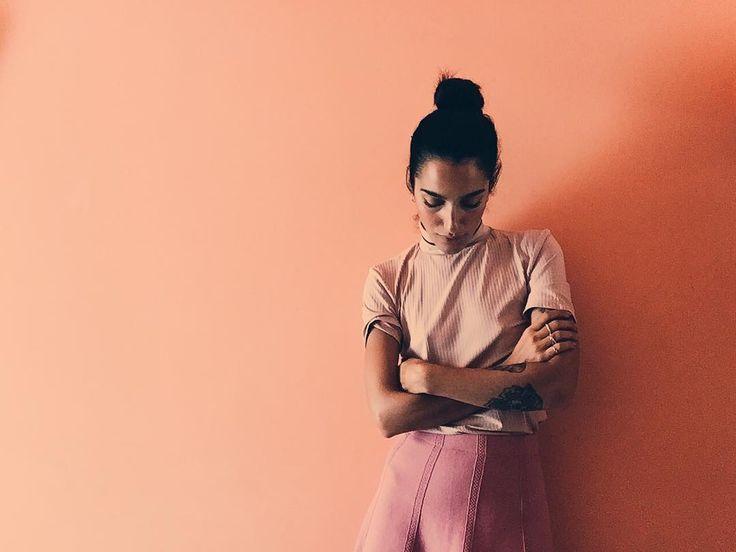"""""""Mi piace"""": 4,479, commenti: 16 - L⃟  E⃟  V⃟  A⃟  N⃟  T⃟  E⃟ (@levanteofficial) su Instagram: """"HOTEL ROOM NUMBER... [undefined] Ti ricordi di quella volta che eri vestita di rosa, i muri erano…"""""""