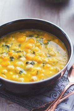 Zuppa di ceci e zucca: un comfort food che racchiude in sé tutti i sapori e i profumi dell'autunno! [Pumpkin and chickpea soup]