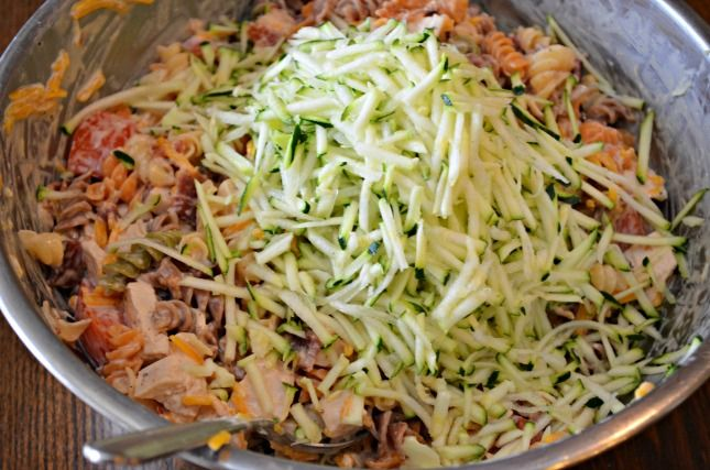 Bacon-Ranch-Pasta-Salad-with-Zucchini 5