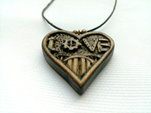 Heart Pendant Heart Necklace Wood Jewelry Carved Love di Woodzard #woodcarving #handmade #etsy #etsystore #jewelry #necklace #pendant #love #heart