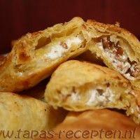 Tapas Recepten ~ Tapas en Kleine hapjes voor elke feestelijke gelegenheid » Bladerdeeghapjes met geitenkaas, appel, walnoot en honing