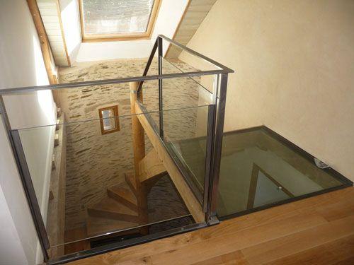Arrivé de l'escalier avec palier en verre