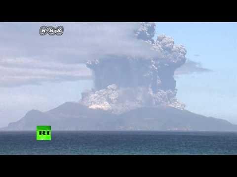 Japan volcano eruption triggers highest alert, locals' evacuation (VIDEO) — RT News