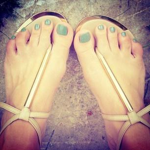 cool mint toes.