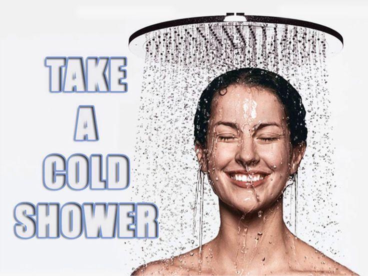 """KOUD DOUCHEN: Geeft je meer energie, activeert je vetverbranding, geeft betere doorbloeding en bloedcirculatie, je kunt beter tegen de kou en het is goed voor je huid. Begin eerst eens na de warme douche met koud afdouchen. Je kunt het koude douchen daarna verlengen en na een aantal weken misschien gewoon helemaal koud douchen. Probeer als je koud doucht je ademhaling onder controle te krijgen, kalm te laten worden, dan lukt het beter. Boekentip: """"KOUD KUNSTJE"""" van Wim Hof en Koen de Jong."""