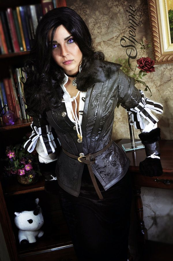 Character: Yennefer of Vengerberg / From: Andrzej Sapkowski's 'The Witcher' Short Stories and Novels & CD Projekt RED's 'The Witcher' Video Game Series / Cosplayer: Gabriela Almeida (aka Shermie Cosplay) / Photo: Victor Hugo (2017)