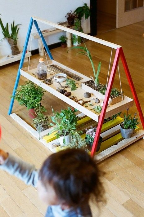 Children's plant / garden workbench. This teaches so many concepts. Not sure I'd want it inside, but what a great outdoor activity for kids of ALL ages (well, maybe not during the eating dirt stage!). :) #HomeSchool #Ecofriendly
