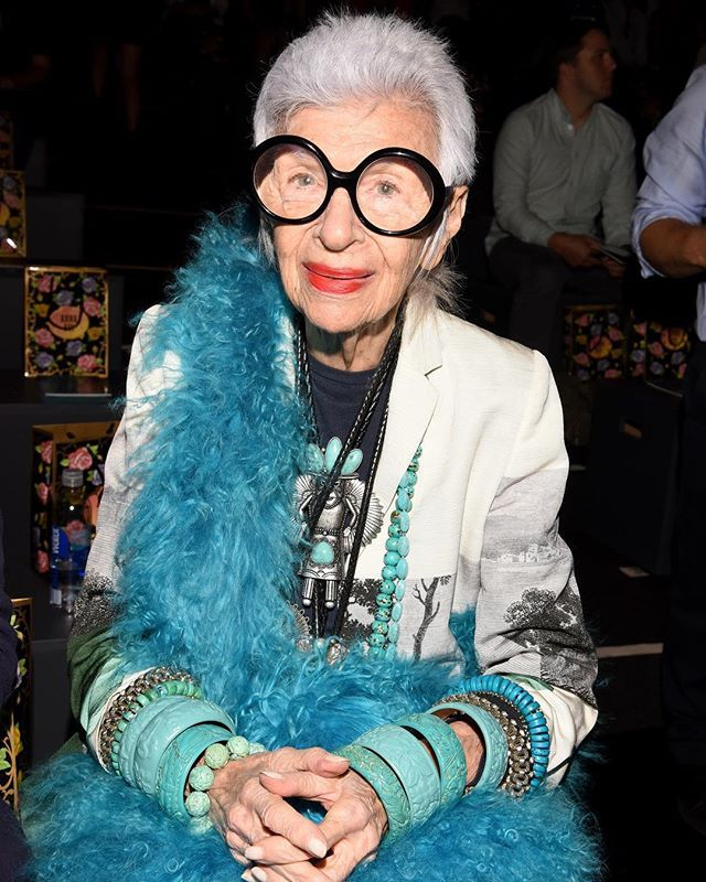 Por qué debería de preocuparme? La policía del estilo no va a venir a arrestarme! Feliz cumpleaños #IrisApfel  (: Getty Images) Link in Bio.  via GRAZIA MEXICO MAGAZINE OFFICIAL INSTAGRAM - Fashion Campaigns  Haute Couture  Advertising  Editorial Photography  Magazine Cover Designs  Supermodels  Runway Models