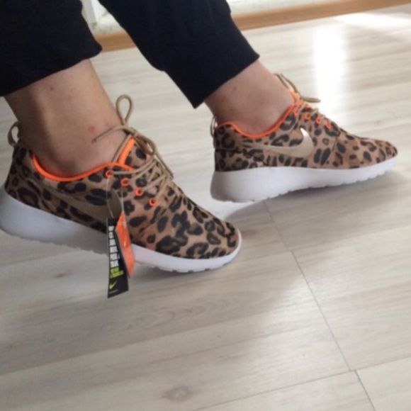Nike Roshe Leopard Cheetah Print Sz 8 ❤️ New with tags No box Women's Size 8 NO LOWBALLING I have great reviews I receive offers as you read this post, buy them before they are GONE Nike Shoes Snea