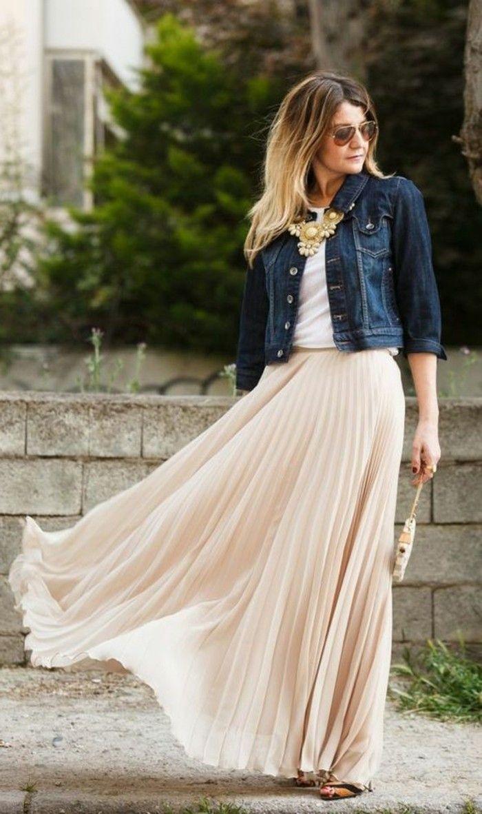 jolie jupe beige plissée, veste en denim femme top blanc