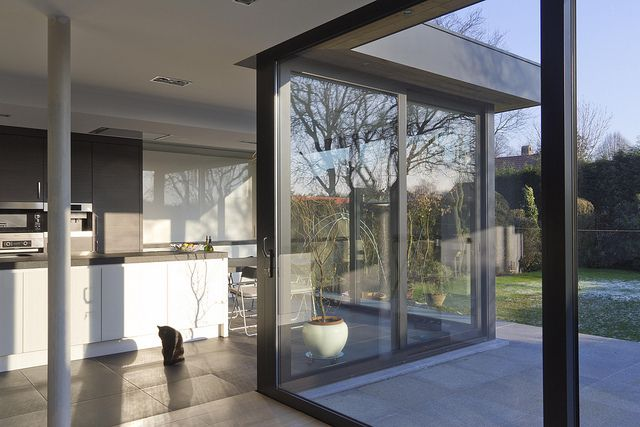 Aluminium porch, windows from floor to ceiling and kitchen in extension