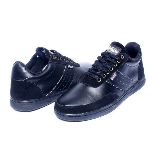 Brave Poiters, Warna: Black, Size : 40-44 Untuk Pemesanan Online Kunjungi : www.rockford-footwear.com *Gratis pengiriman ke seluruh Indonesia Email: contact@rockford-footwear.com Pin : 525B26DF Atau...