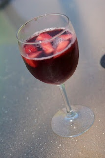 Red Sangria ... cheap and easy.: Cheap Red, Red Wine, Red Sangria, Parties Drinks, Mommy Erica, Sparkle Water, Sangria Recipes