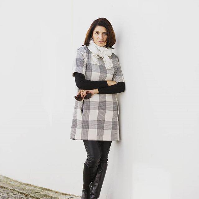 Heute neu am Blog ein paar Gedanken zu Sein und Schein auf  Fashion Blogs und warum ich frühmorgens im Bett schon herzhaft  lachen musste. Schönes Wochenende. Photocredit Renate Eisen-Schatz  #salzburg #hometown #igerssalzburg #sbgblogger #austrianblogger #claudiaontour #travelblogger #fashionblogger #fashion #moda #fashionista #ootd #over50andfabulous #50plusstyle #50plus #50plusblogger #zara #fashionover50 #mystyle #dress #casual