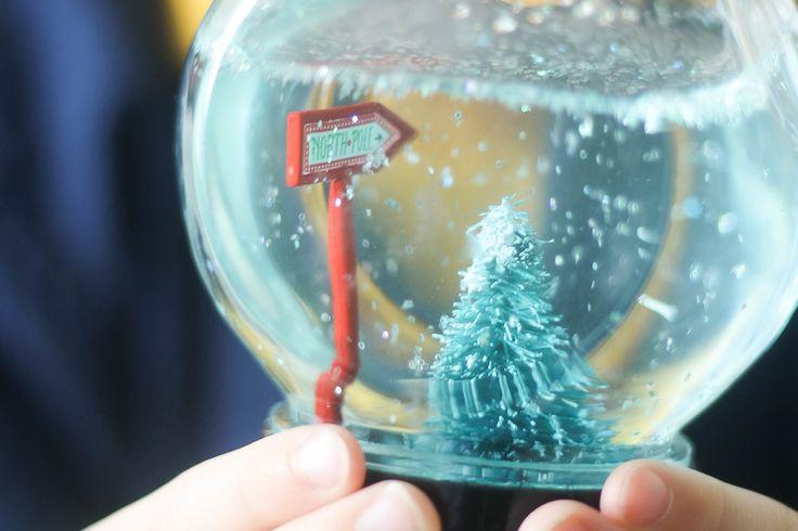 Como fazer um globo de neve para o Natal passo a passo no site.