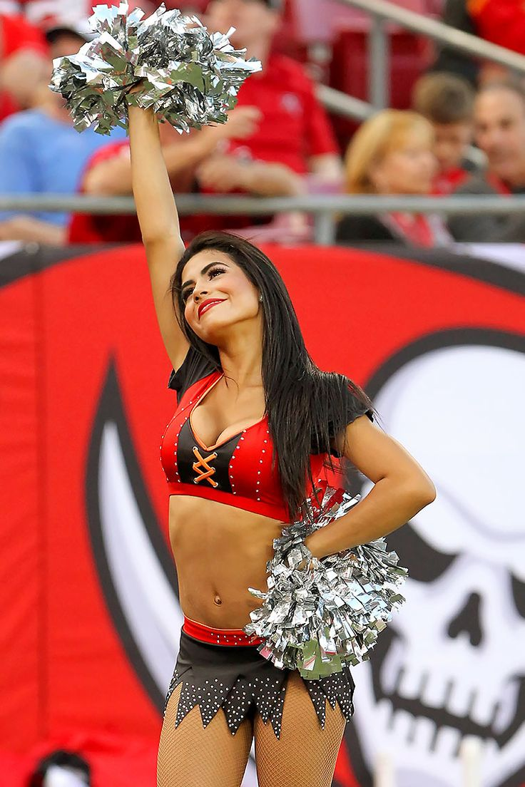 NFL Cheerleaders: Week 12