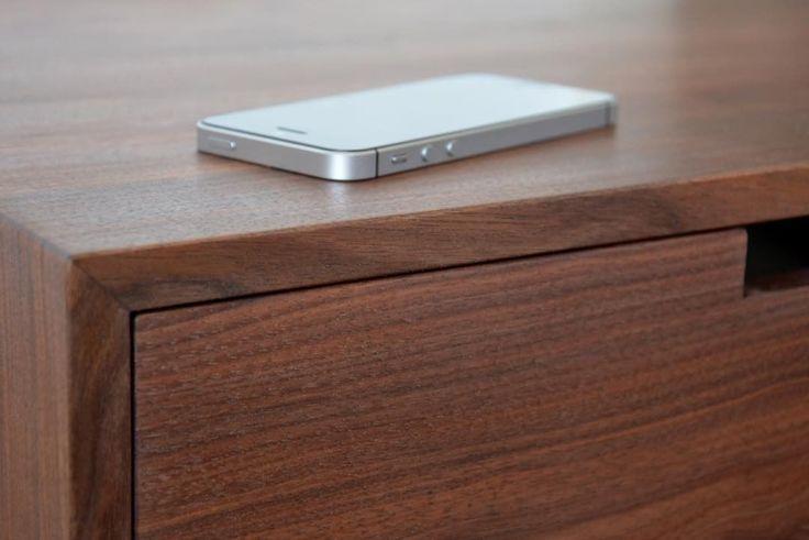"""18 kedvelés, 2 hozzászólás – MyBetterShelf (@mybettershelf) Instagram-hozzászólása: """"Smooth finish on our solid walnut nightstand www.mybettershelf.com #floating #nightstand #drawer…"""""""