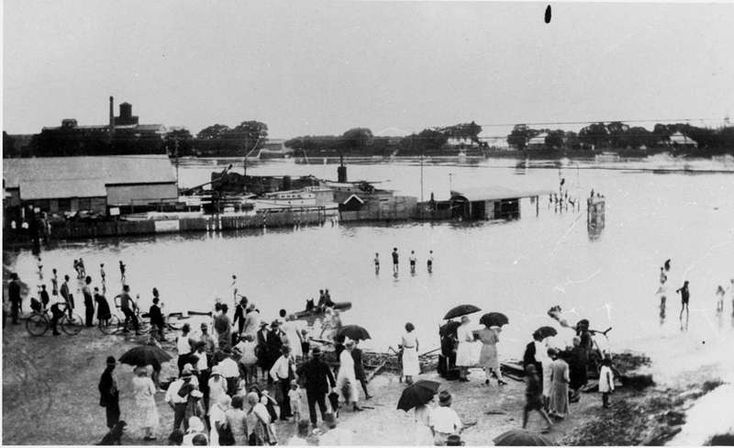 Brisbane River, between New Farm and Hawthorne, during the 1931 flood