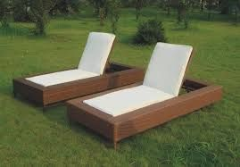 foldable chair looks like a bed i like the design however could leave puddles after bad weather looks hard to move
