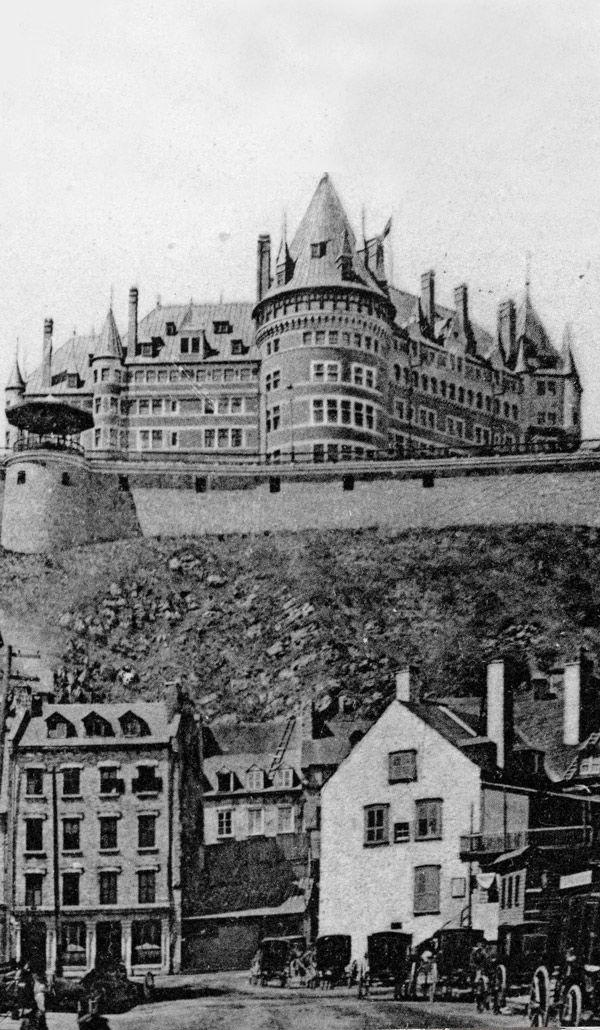 Vue du Château Frontenac et de Place Royale/ Petit Champlain en 1907