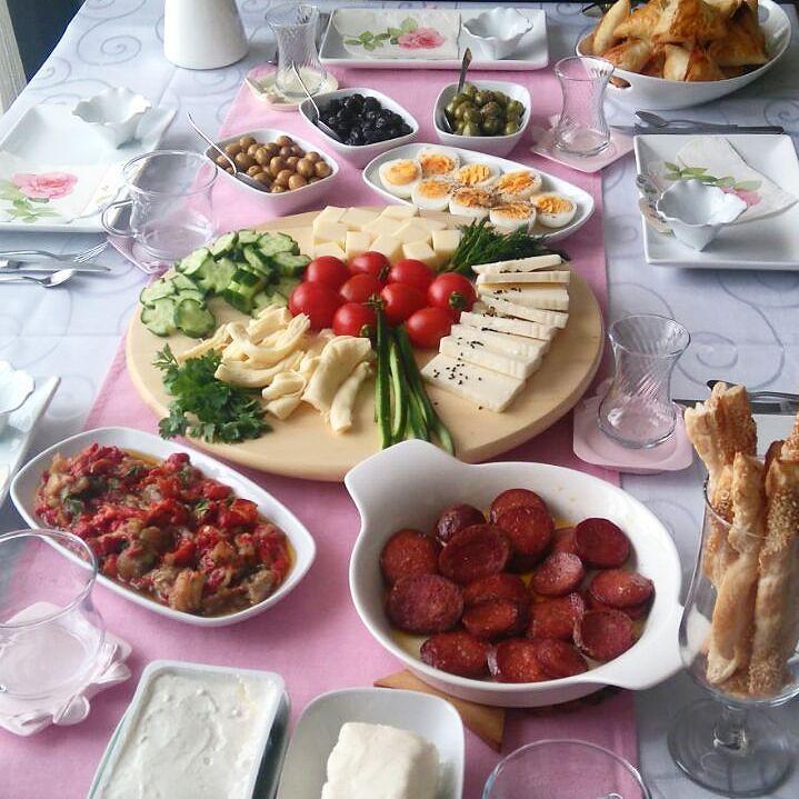 En güzel mutfak paylaşımları için kanalımıza abone olunuz. http://www.kadinika.com Gününüz aydın sabah şerifleriniz hayırlı olsun. Bereketli huzurlu mustlu kahvaltı sofraları herkese#kahvaltıkeyfi #mutfakgram #hayatımmutfak #eniyilerikesfet #mukemmellezzetler #sunumduragi #yemektakip #yemekrium #sahanelezzetler #sunumherseydir #hayatburada#kahvaltısızolmaz#gramkahvalti#engüzelsunumum#kahvaltiyadair #kadıncasofralar #sunumgram#kahvaltı#paylasım_platformu#lezzetlisunumlar #harikasunumlar