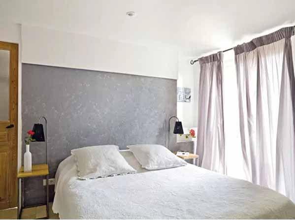 Prosta jasna sypialnia, sypialnia w domu francuskim, sypialnia prowansalska, sypialnia w domu prowansalskim, design sypialni, inspiracje - zobacz pozostałe inspiracje na blogu u Pani Dyrektor.